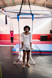 hanging-colgando
